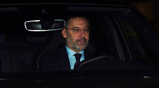 Josep María Bartomeu llega a las oficinas del Camp Nou este martes para la junta extraordinaria
