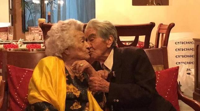 La pareja recibió el galardón a la pareja más longeva del mundo el pasado mes de agosto.