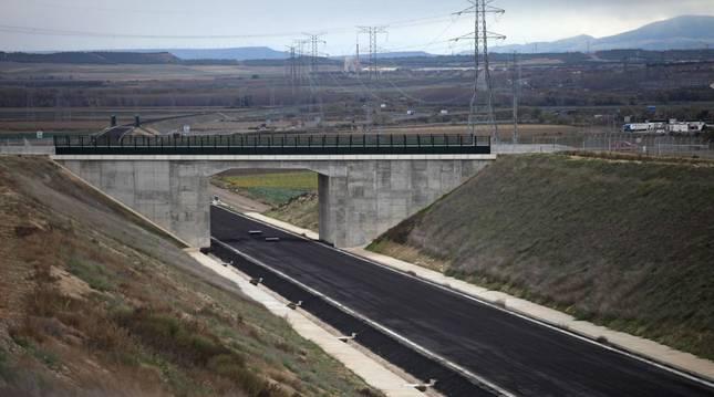 Foto de las obras del Tren de Alta Velocidad a su paso por Cadreita.