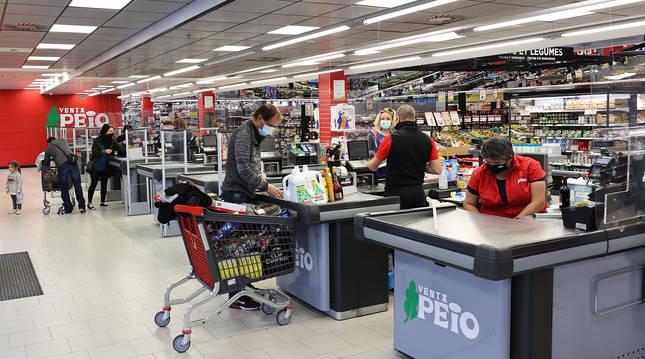 Imagen de la semana pasada en el supermercado de Venta Peio, en Dantxarinea.