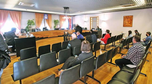 Foto de un pleno del Ayuntamiento de Barañáin (Navarra).