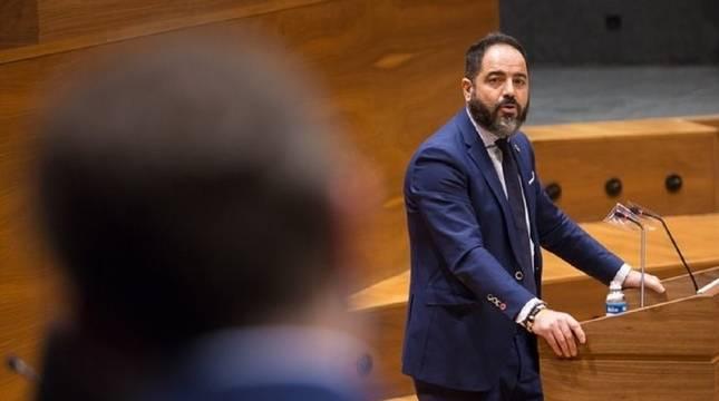 Ramón Alzórriz, durante su intervención en el Debate sobre el Estado de la Comunidad Foral de Navarra.