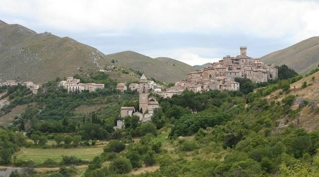 Vista panorámica de la localidad italiana de Santo Stefano di Sessanio