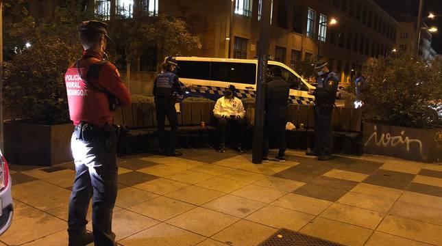 24 denunciados por consumir alcohol en la vía pública en Pamplona y 12 por incumplir el toque de queda