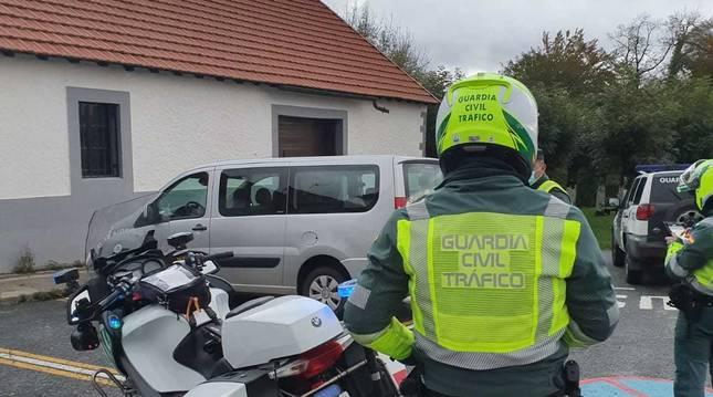 Localizado un VTC francés en Roncesvalles que daba información falsa a los peregrinos