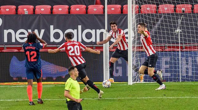Los jugadores del Athletic celebran el segundo gol que certifica la remontada ante el Sevilla.