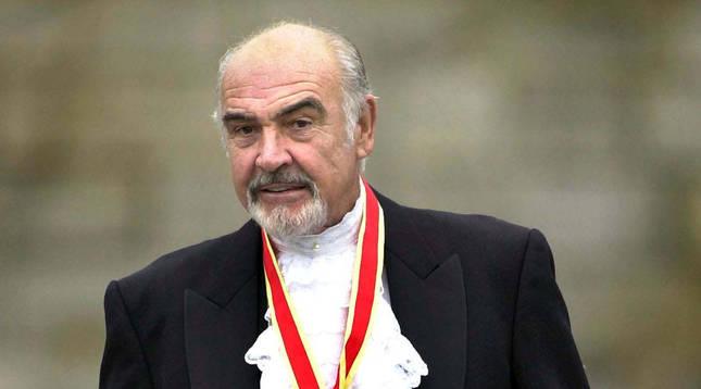 Sir Sean Connery, con la ropa tradicional escocesa, en Edimburgo.