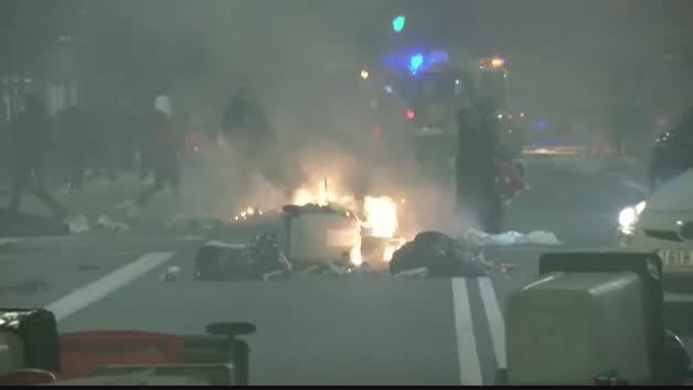 Vídeo: Noche de violentos disturbios en el centro de Madrid