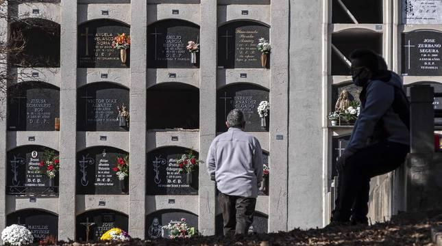 Fotos del Día de Todos los Santos en el cementerio de Estella