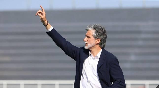 Alfaro, dirigiendo un partido del Ibiza, su último equipo.