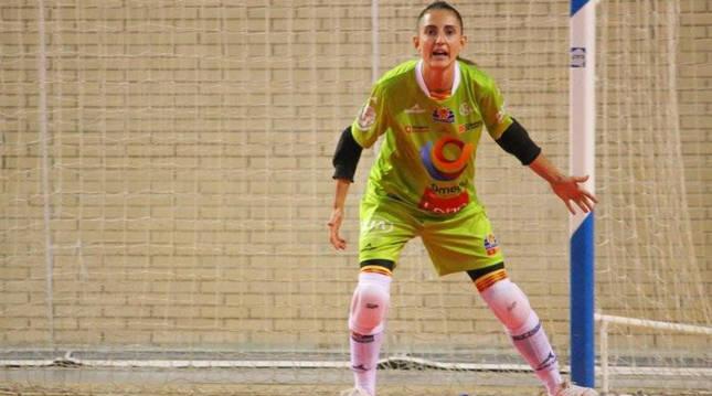 Ana Etayo, defendiendo la portería en un partido con su equipo, el FS Zaragoza.