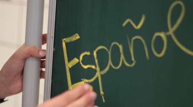 ¿Qué dice el artículo 3 de la Constitución Española sobre el castellano?