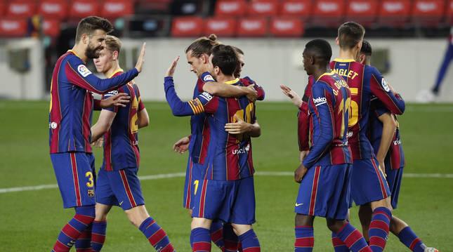 Foto de los jugadores del Barcelona celebran el tercer gol contra el Betis.