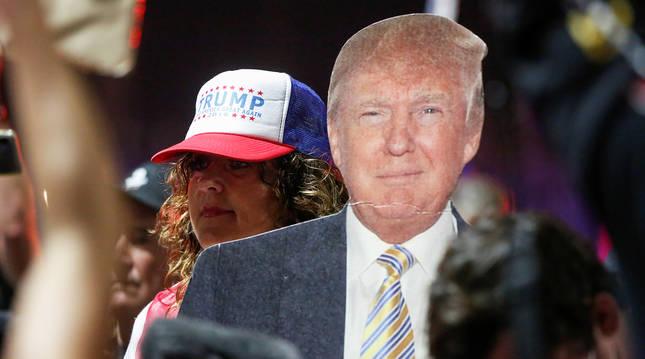 Simpatizantes de Donald Trump durante una concentración en Phoenix.