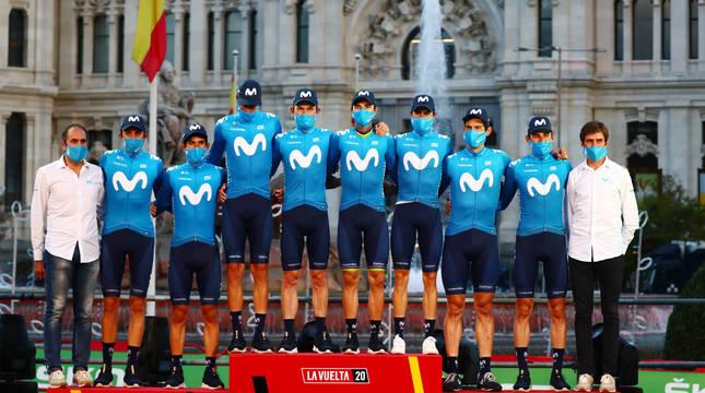 El Movistar Team, en el podio de la Vuelta a España como ganador por equipos.