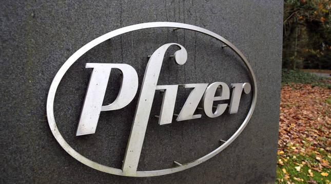 Logotipo de la farmacéutica estadounidense Pfizer.