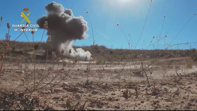 Vídeo: La Guardia Civil destruye dos proyectiles de artillería en Peralta y Castejón