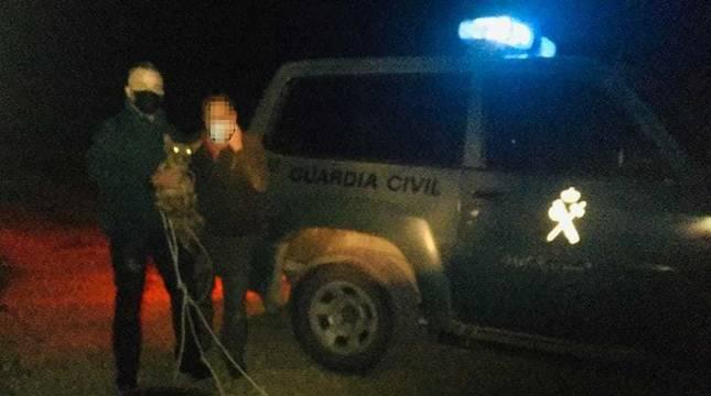 Rescatado un perro que cayó a un pozo en una cantera abandonada en Artajona