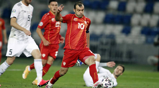 Goran Pandev, autor del gol de Macedonia, durante el choque de repesca para la Eurocopa disputado contra Georgia.