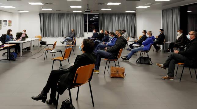 Foto de los asambleístas durante un momento de la sesión en que se aprobó el presupuesto.
