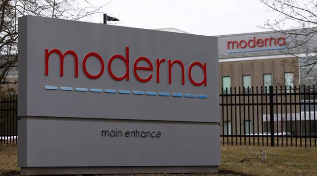 Exterior de la compañía farmacéutica Moderna en Massachusetts.