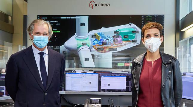 foto de El presidente de Acciona, José Manuel Entrecanales, y María Chivite, presidenta del Gobierno de Navarra