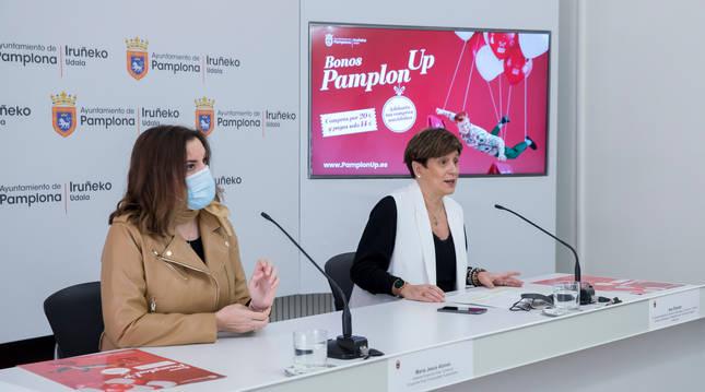Foto de la gerente de Ensanche Área Comercial, María Jesús Alonso, y la concejala delegada de Gobierno Estratégico, Comercio y Turismo, Ana Elizalde.