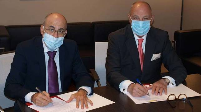 Foto de la firma del protocolo entre la Cámara de Comercio de Navarra y el SEPE.