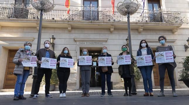 Representantes del Ayuntamiento de Tudela y del Consejo Municipal por la Igualdad que presentaron ayer los actos con motivo del Día Internacional contra la Violencia hacia las Mujeres.