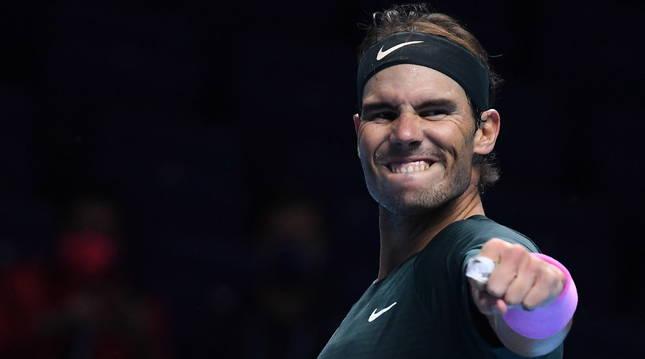 Nadal celebra su victoria frente al griego Stefanos Tsitsipas en el último partido del grupo.