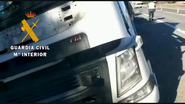 Vídeo del accidente entre un camión y una furgoneta en al AP-15 en Villafranca