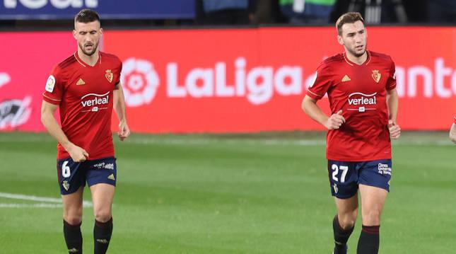 Oier Sanjurjo y Jon Moncayola recuperan la posición tras el gol de Osasuna.