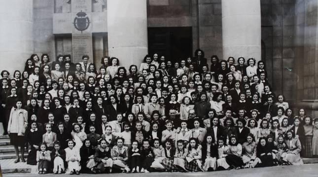 Año 1944. Las alumnas que estrenaron el Instituto Nacional Femenino de Enseñanza Media Príncipe de Viana.