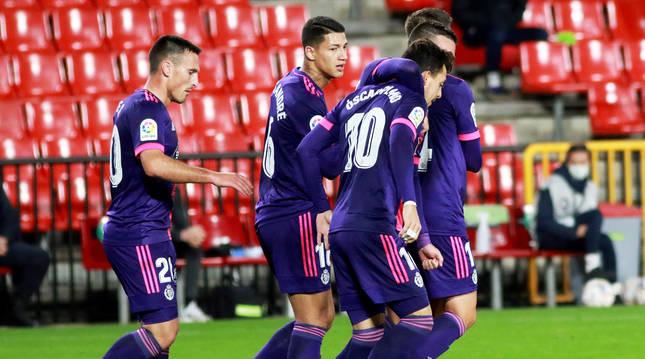 Los jugadores del Valladolid celebran uno de los tantos contra el Granada.