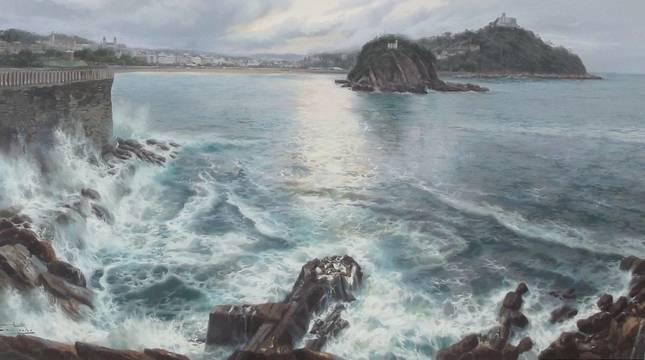 Foto de Luis Pardo junto a la obra Donde nace la bahía de la Concha. San Sebastián.