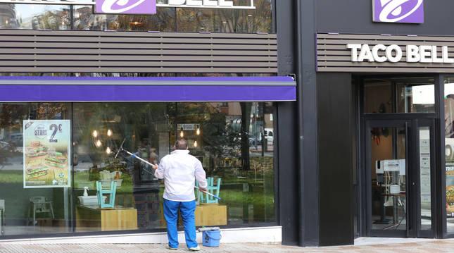 Foto de Taco Bell, cadena de restaurantes californiana que pronto cumple un año en el cruce de Pío XII y la calle La Rioja.