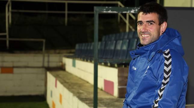 Mikel Nieto, sonriente este lunes en Subiza, volvió a jugar noventa minutos tras casi dos años lesionado. Además, estuvo diez meses de baja como profesor de Educación Física en la Ikastola Paz de Ziganda.