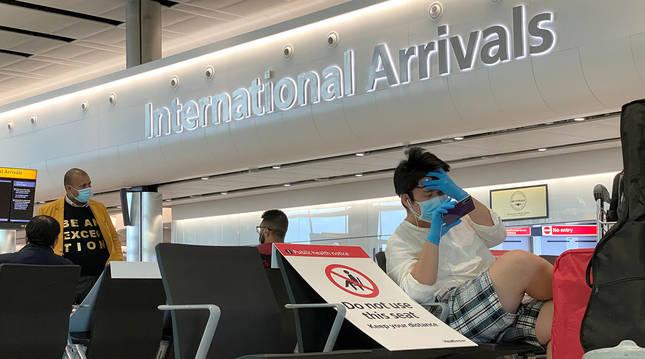 Foto de viajeros en el aeropuerto de Heathrow.