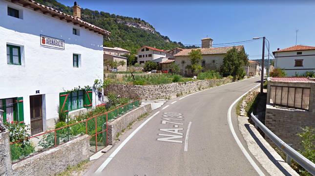 Acceso a la localidad de Aranache por la NA-7130.