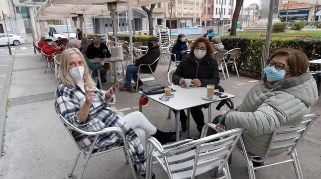 Barañáin, Pamplona, Estella y Tudela, así como el resto de la Comunidad foral, recibieron con visitantes la reapertura de las terrazas de los establecimientos hosteleros este jueves, 26 de noviembre.