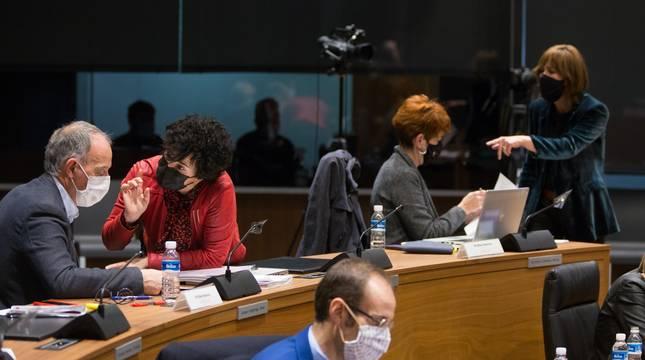 Parlamentarios de varias formaciones durante el pleno de este jueves.