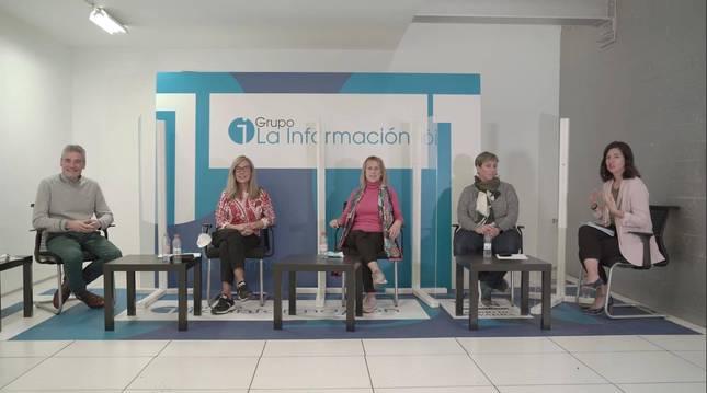 De izda a dcha: José Andrés Burguete (director Isterria), Elvira Lacunza (directora de El Molino), Ana Miral (madre de un alumno de Isterria) e Izaskun Adot (presidenta de la apyma del centro Andrés Muñoz Garde), durante la mesa redonda sobre educación especial en Diario de Navarra.