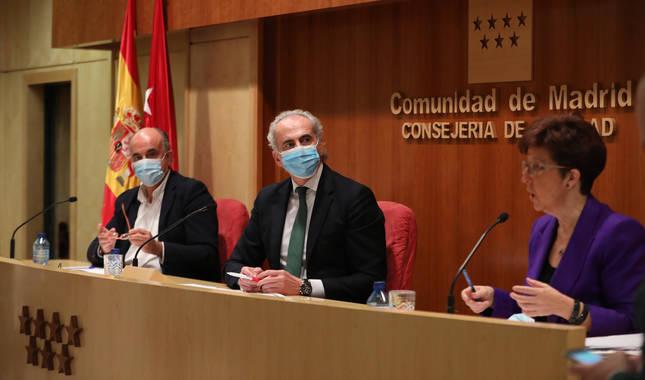 Foto del viceconsejero de Salud Pública Antonio Zapatero; del consejero de Sanidad de la Comunidad de Madrid, Enrique Ruiz Escudero;y de la directora general de Salud Pública Elena Andradas.