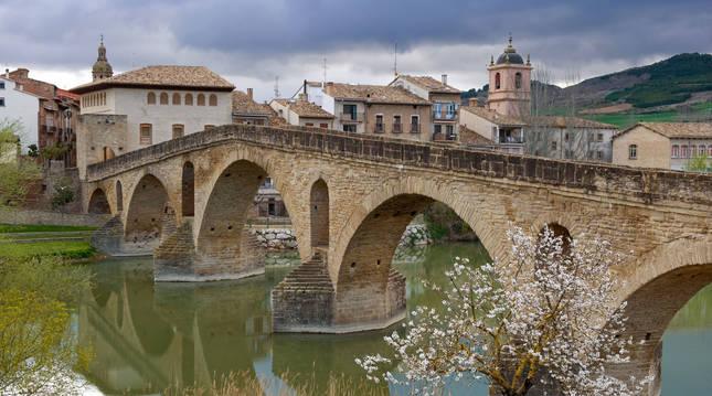 """Navarra encauzaba por el """"Camino Francés"""" el flujo más denso de peregrinos. Las rutas pirenaicas de Somport o Ibañeta convergían en Puente la Reina."""