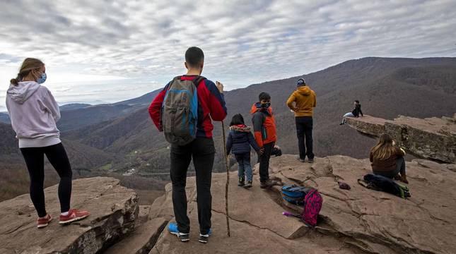 Fotos de visitantes en la cascada de Xorroxin, en el mirador de Zamariain y en el Cañón del río Ubagua.