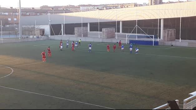Iván Urdánoz, del Subiza, anota el 2-2 de penalti frente al Txantrea
