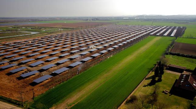 Foto de uno de los parques solares fotovoltaicos instalados en Italia por el grupo navarro OPDEnergy.