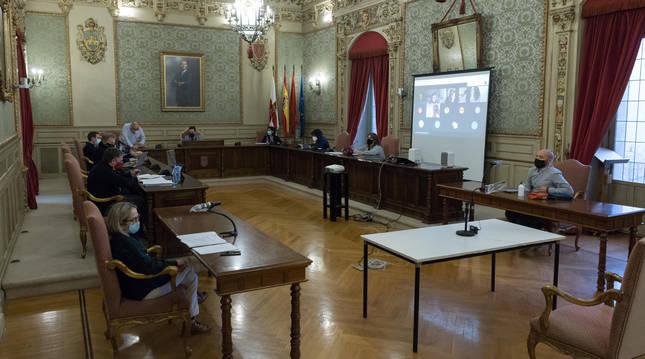 Foto de un momento del pleno semi presencial que se celebró este lunes en el Ayuntamiento de Tudela.