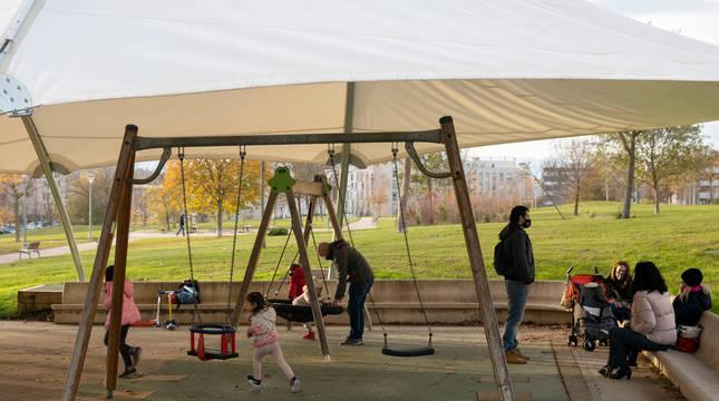 Vista de una de las zonas de juego del parque central de Sarriguren, abiertas desde el sábado.
