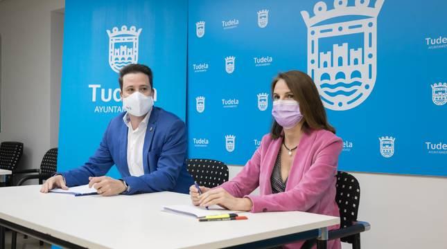 Alejandro Toquero e Irene Royo en la presentación del anteproyecto del presupuesto municipal para 2021.